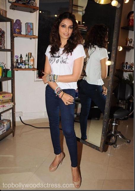 Bipasha Basu Gets Styled At Mad-O-Wat