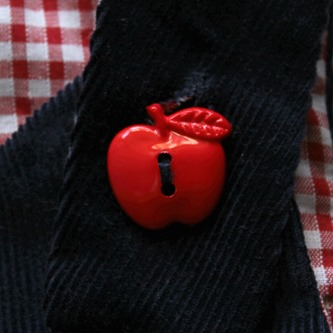 Pinafore button