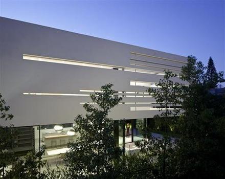 fachada-minimalista-Pitsou-Kedem
