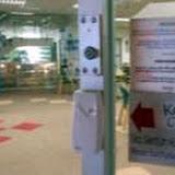 入館証を使ってのアクセス / Library pass is needed to enter the facility
