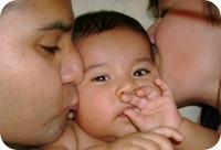 070601 Fri Auto studio mañanero Raul Josue Reyna beso
