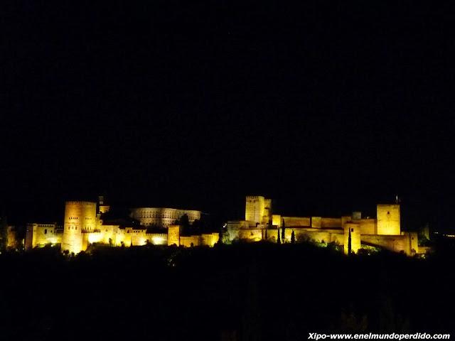 la-alhambra-de-noche.JPG