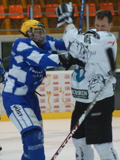 EC Bulldogs Dornbirn (ÖNL) 1:10 (0:4,1:4,0:2)