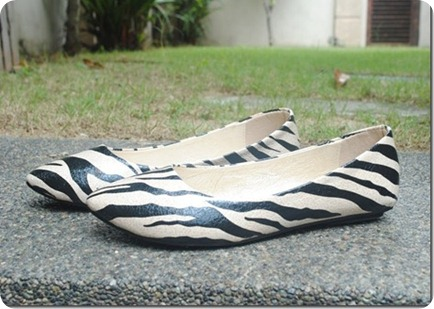 Black and white Flat Shoe