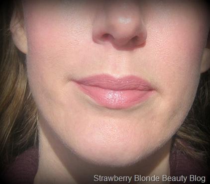Burberry-Lip_Mist-Heather-Pink-worn-applied