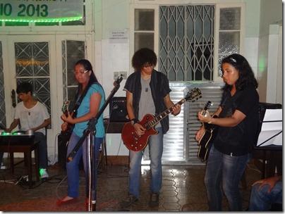 Mateus Benetti (Bateria), Divanne Soares (Guitarra), Max Carvalho (Guitarra) e Moyra Mira (Violão)