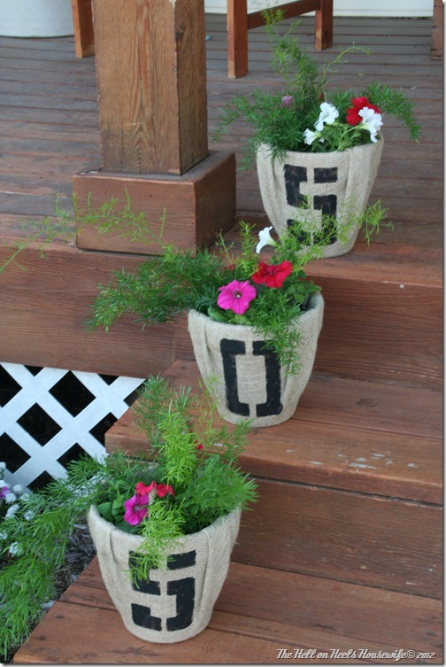 porch and burlap pots 042
