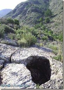 Ventana natural el el techo de la cueva de las escalericas - Orihuela