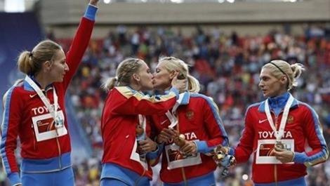 Φιλί στο στόμα για τις Ρωσίδες πάνω στο βάθρο
