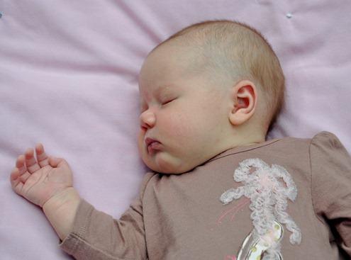 2012-06-12 anna 4 weeks (170)