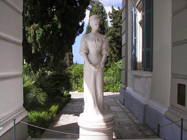 800px-Sisi_statue_in_Corfu_Achilleion