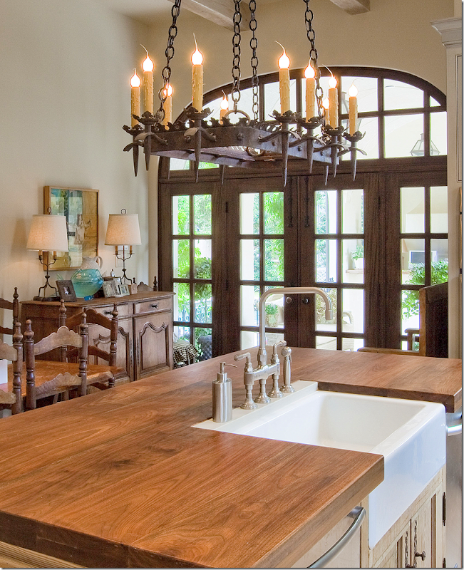 Cote de texas want to see a beautiful house in houston for Kitchen island houston