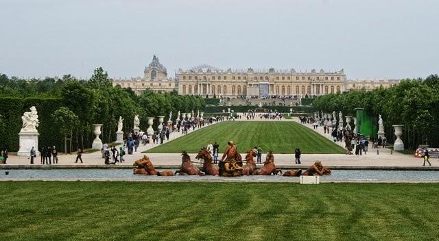 1280px-Versailles_Tapis_vert_(1)Los jardines.