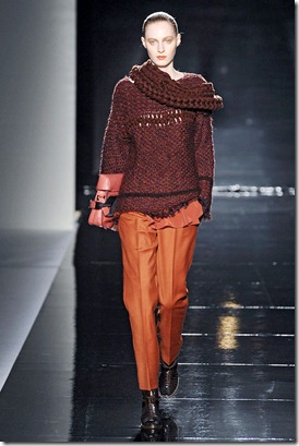 SPORTMAX-FALL-2011-RTW-PODIUM-028_runway