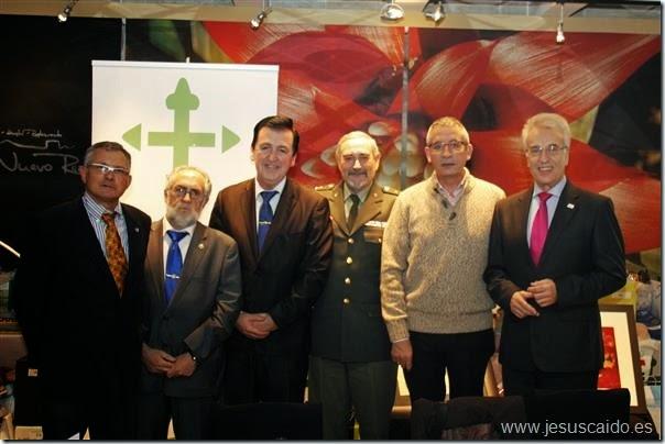 El General Coca, el Alcalde, el Presidente de la Junta Local y representantes de la Cofradía