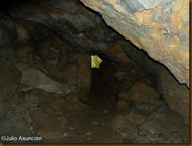 Cueva de los Moros - Entrada parcialmente bloqueada con piedras - Navascués