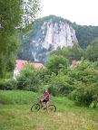 Dolina Będkowska, jedziemy w kierunku Ojcowskiego Parku Narodowego. Na zdjęcia niestety niezbyt jest już czas.