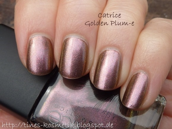 Catrice Feathered Fall Golden Plum-e 1