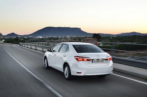 2014-Toyota-Corolla-24.jpg