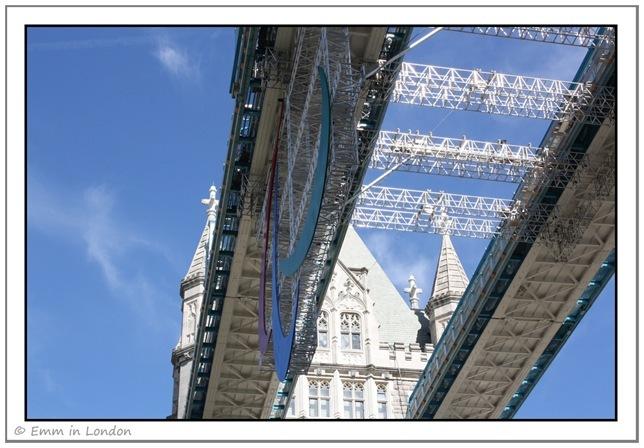 The Arigatos on London Bridge