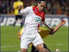 Radamel Falcao sufre grave lesión en partido de Copa de Francia