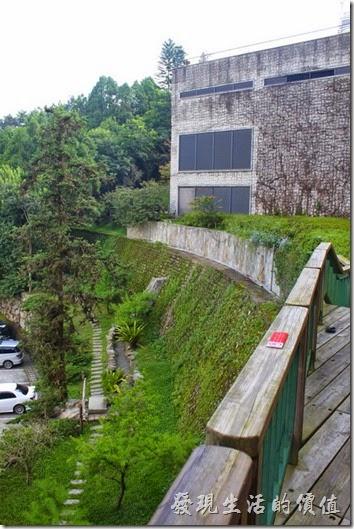 南投日月潭雲品酒店在其飯店的四週設有許多步道,有興趣的朋友可以自己走走,也有生態池及營火場地。
