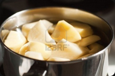 4710435-peeled-and-chopped-potatoes-in-a-metal-pan
