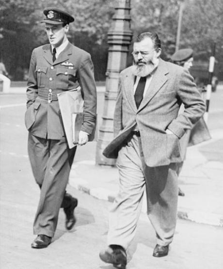 Roald Dahl and Ernest Hemingway