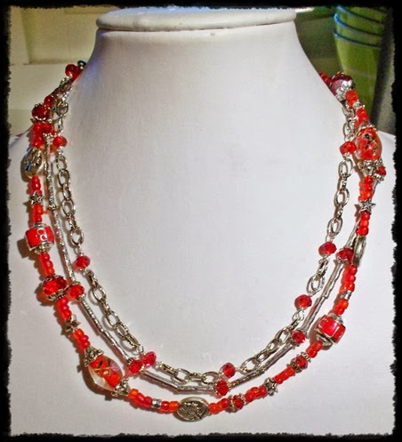 rødt smykke