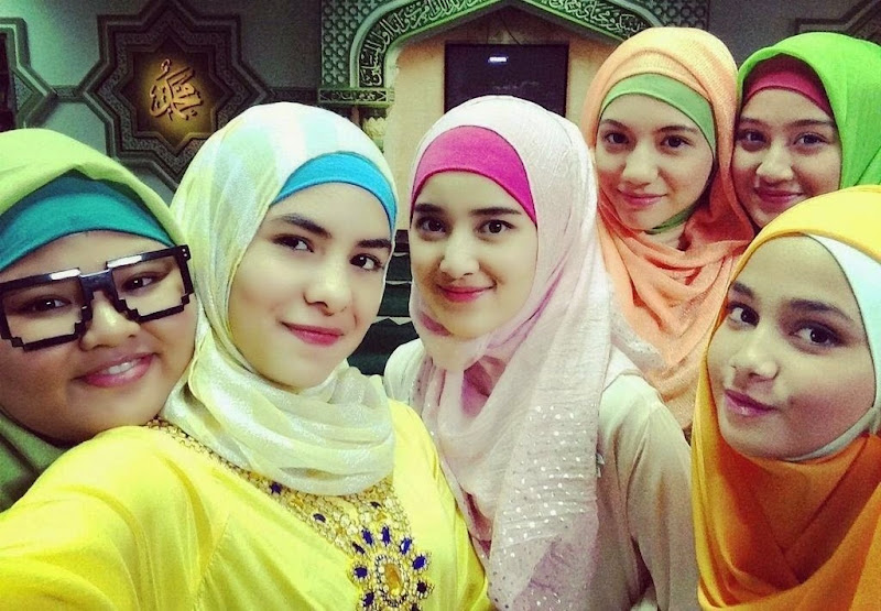 Jilbab In Love (4)