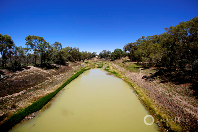 Darling River at Wilcannia. Winding across 640 kilometers of southeastern Australia's landscape, the Murray-Darling river system often struggles to sustain its environment and much of the country's agriculture. Photo © J. Carl Ganter / Circle of Blue