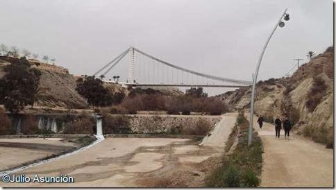 Cauce del río Vinalopó - Al fondo puente del Bimilenario