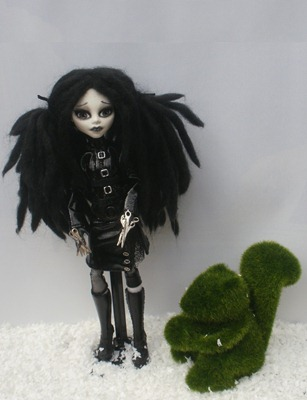 Monster High Custom Edward Sscissorhands Daughter de _rach_hells_dollhaus-d5clh8x