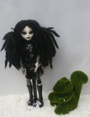 Monster High Custom Edward Sscissorhands Daughter de _rach_hells_dollhaus-d5clh8x