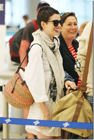 Anne Hathaway Anne Hathaway Leaves Miami a-83FmDaf7Sl