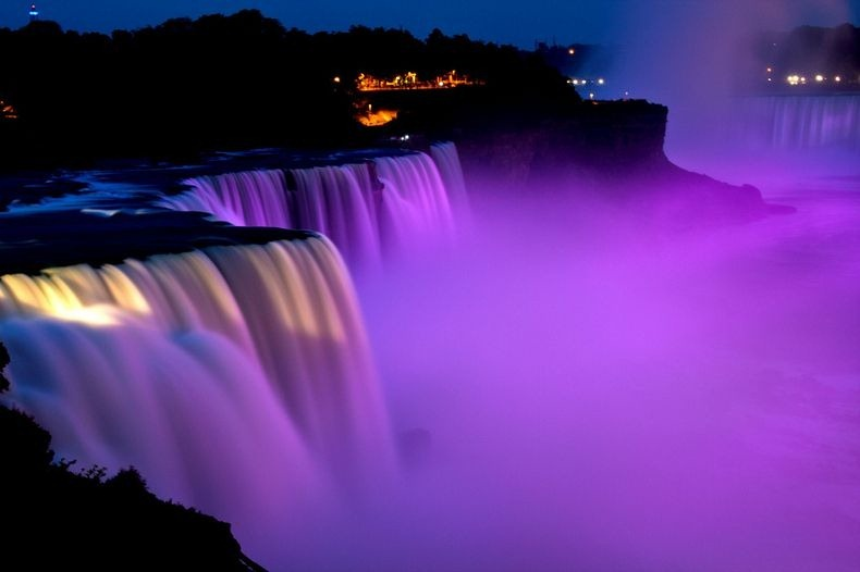 niagara-falls-lights-2