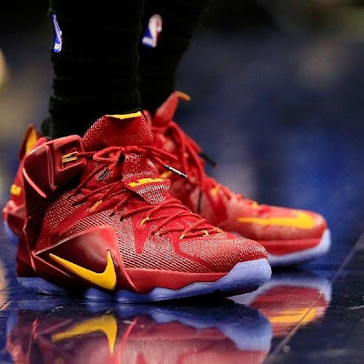 lebron james nba 141121 cle at was 02 LBJ Rocks New / Old LeBron XII Cavs PE in 3rd Straight Loss