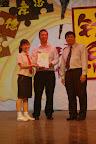 雪隆校友会的会长也上台颁奖。。