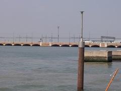 2009.05.18-003 pont d'accès