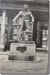 statue Camille Desmoulins au Palais Royal