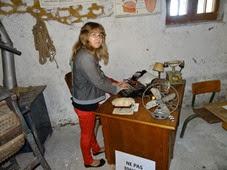 2014.08.24-008 Stéphanie et la machine à écrire