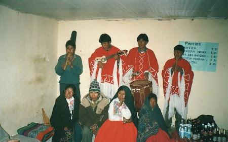 17. Trupa folclorica peruana.jpg