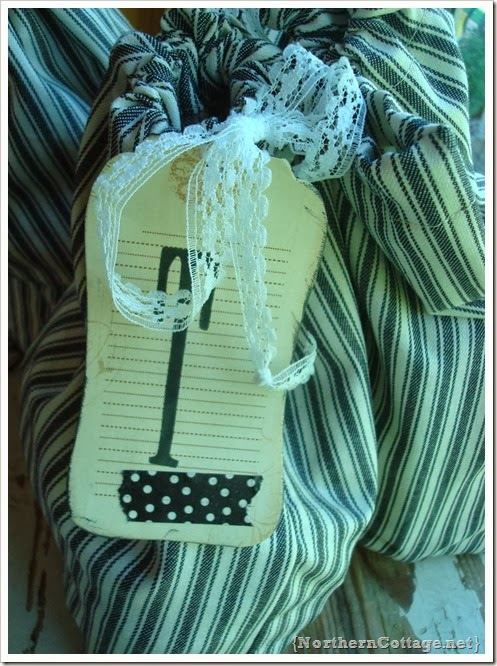 {Northern Cottage} travel pouch tag