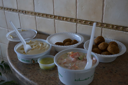 Food of Jordan: hummus and falafel