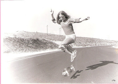 Robin practicing her kick flips, in fact she was the first girl to be able to do a kick flip...........