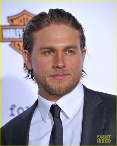 charlie-hunnam-talks-fifty-shades-of-grey-for-first-time-17