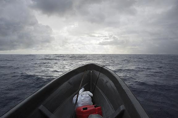 - 86 km offener Pazifik trennen die Carteret Inseln von der Buka Passage ziwschen Bougainville und Buka. Die Ueberfahrt geschieht in einem kleinen Bananenboot.