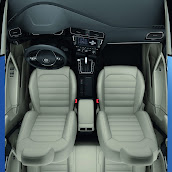 2013-Volkswagen-Golf-7-Interior-8.jpg
