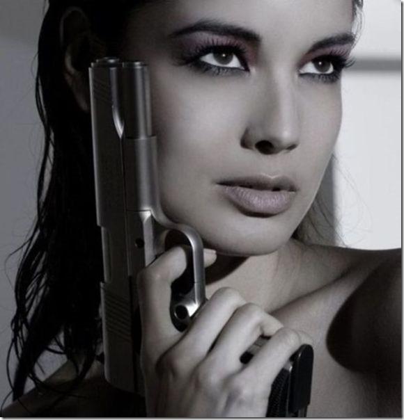 hot-women-guns-32