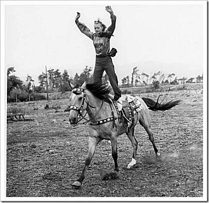 Dorothy Looney, trick rider